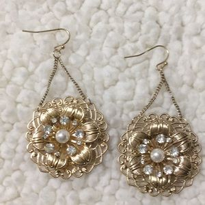 Gold tone Pierce floral design earrings